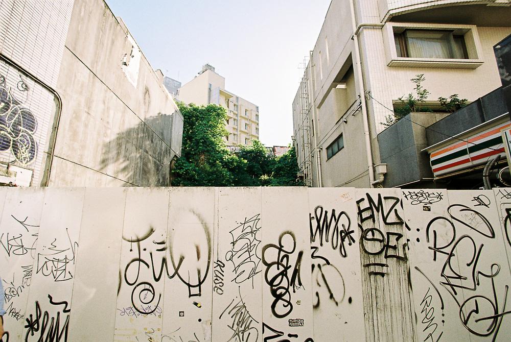 フィルム 渋谷 落書きされた壁