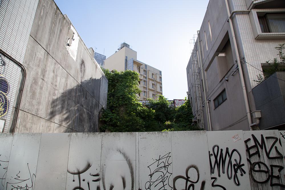 デジタル 渋谷 落書きされた壁