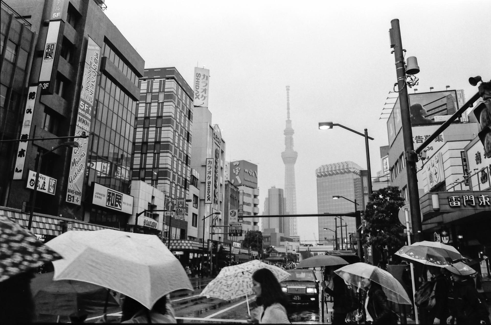 浅草の街 Canon EOS-1, EF 17-40mm F4L USM, Rollei RPX 400