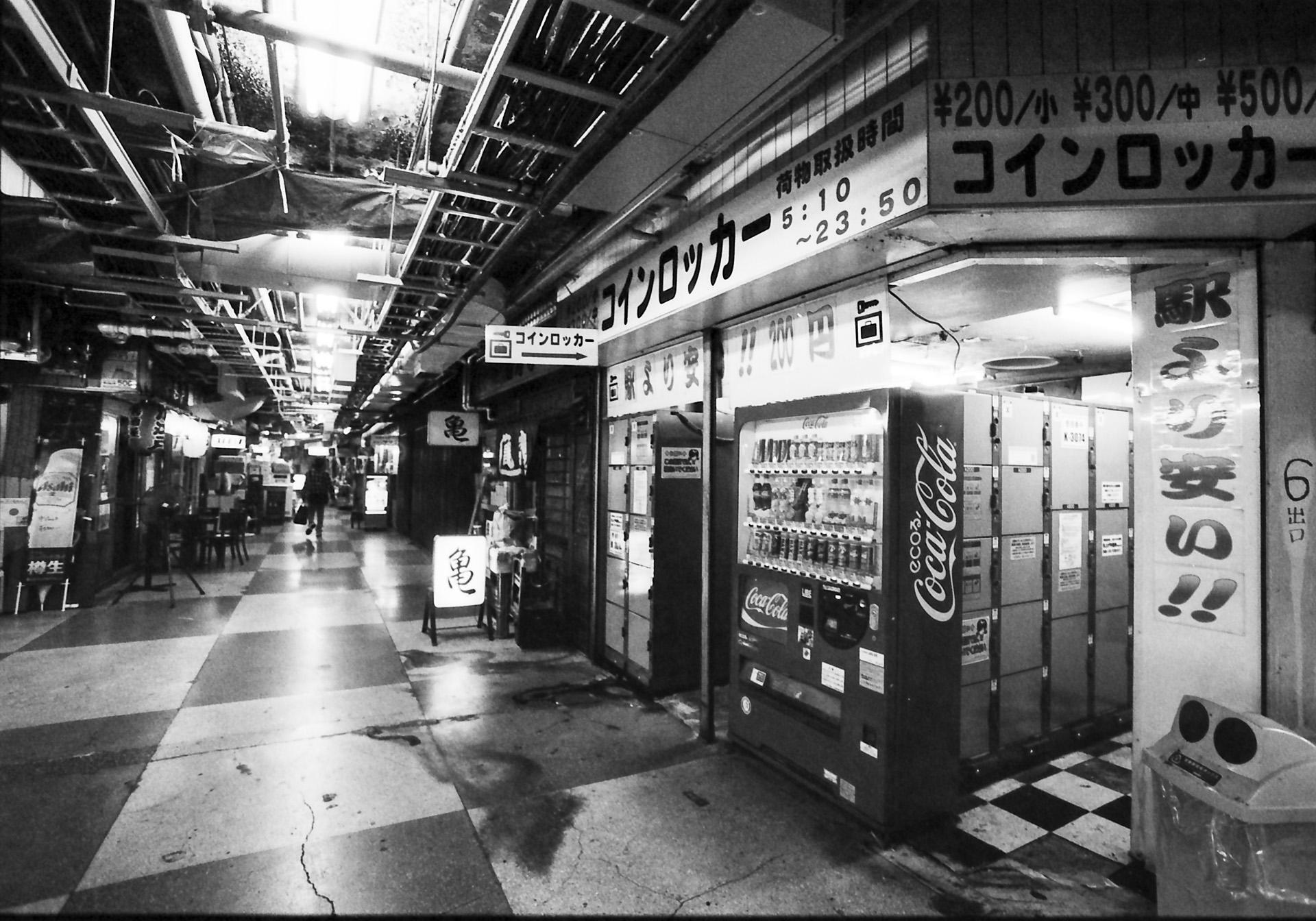 浅草地下街 どんづまり Canon EOS-1, EF 17-40mm F4L USM, Rollei RPX 400