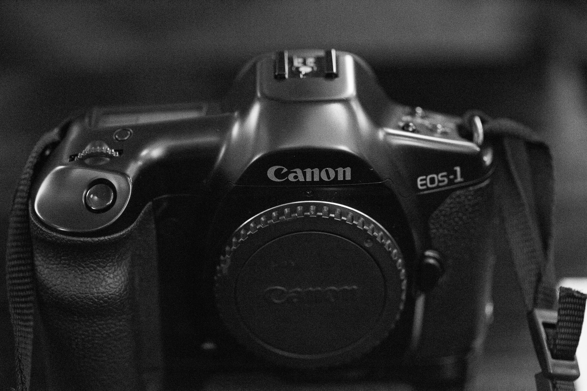 フラッグシップモデル Canon EOS-1