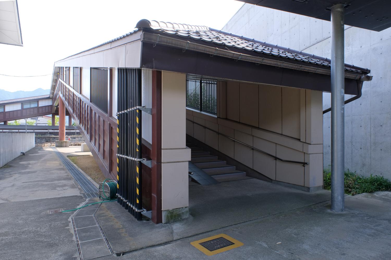 飛騨古川駅入口 X-Pro2+XF16-55mmF2.8 R LM WR、ISO400、1/100秒、F8 Photoshop Lightroom