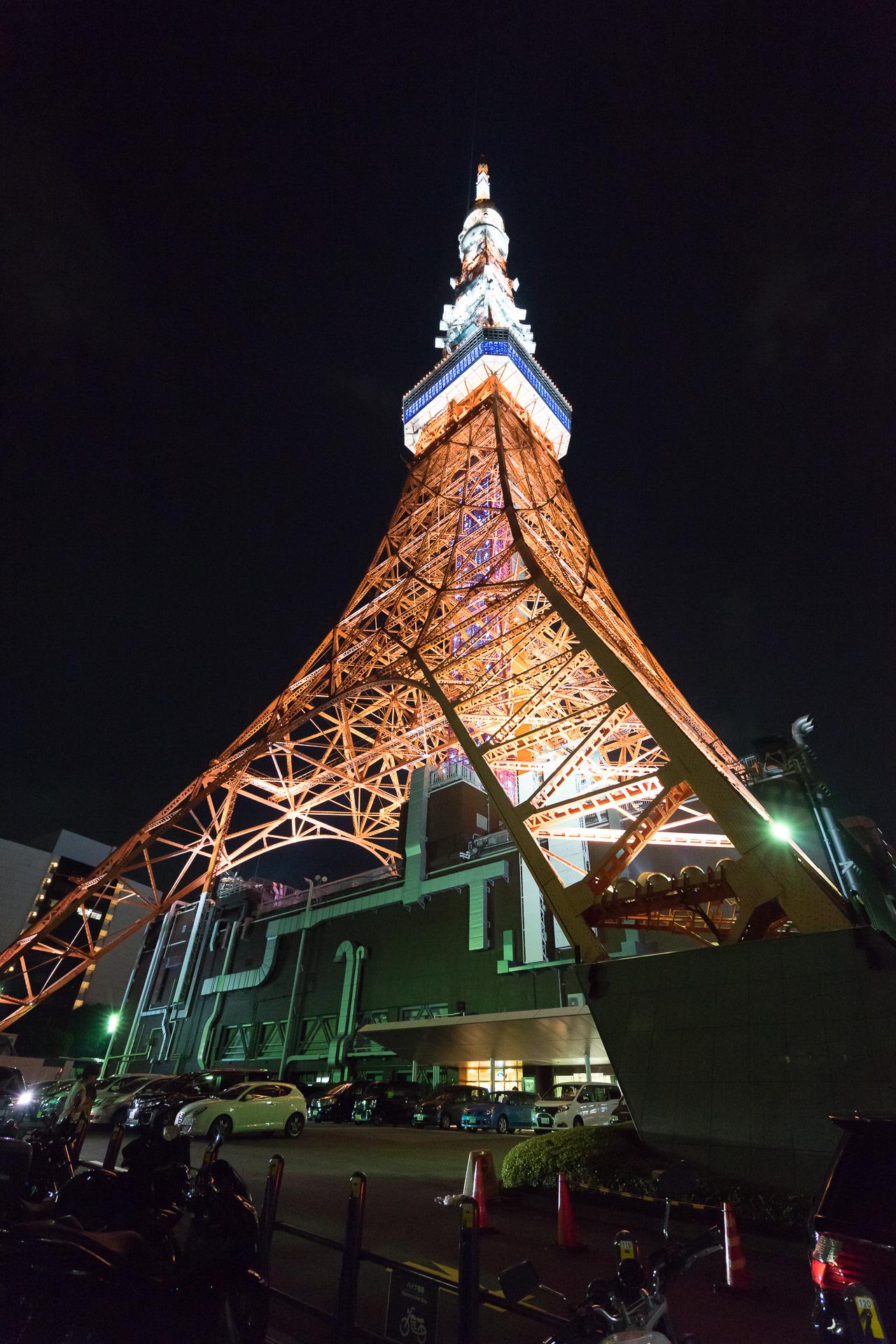 東京タワー 足元 SONY α7II, SONY Vario Tessar T* FE 16-35mm F4 ZA OSS