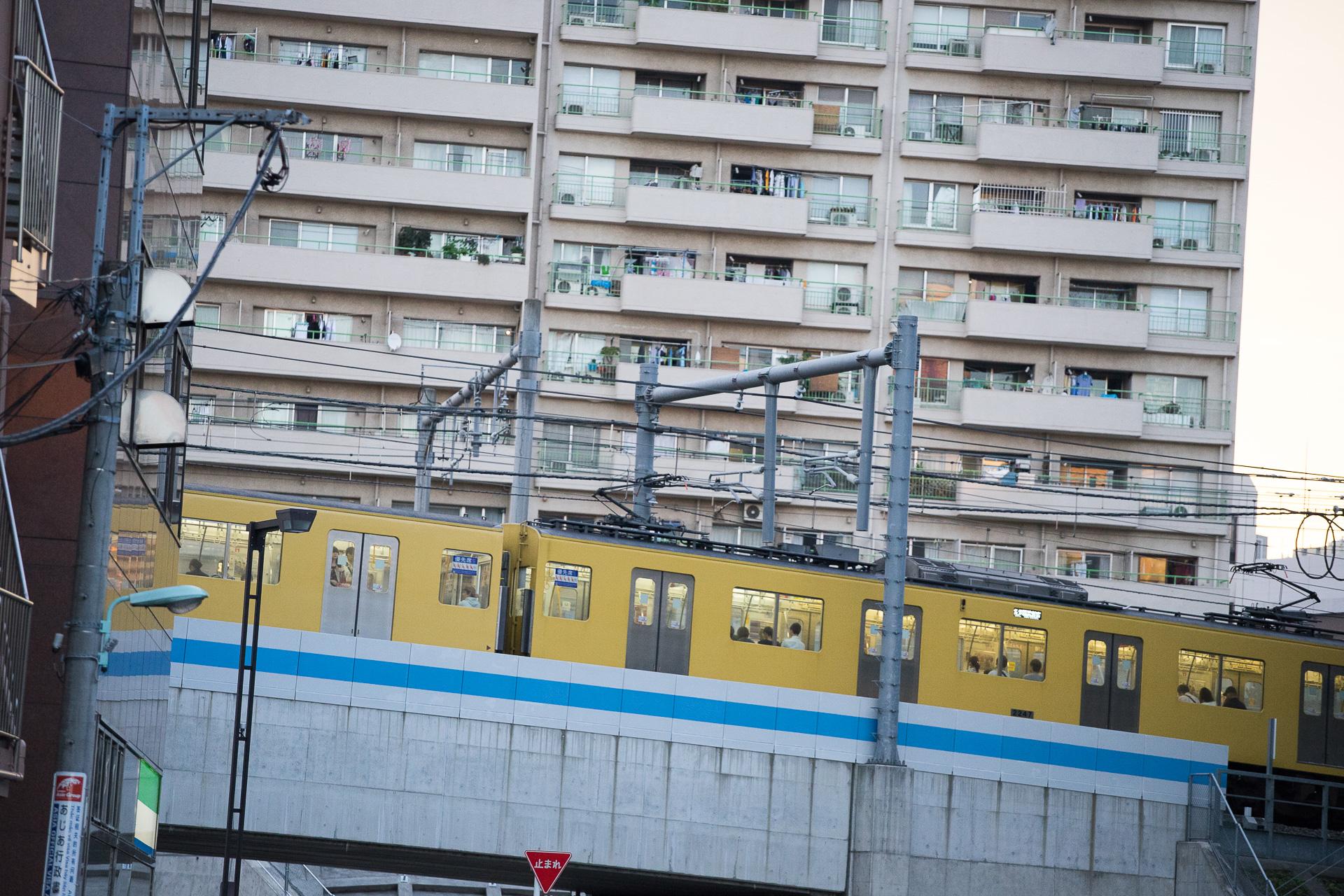 電車 SONY α7II, SIGMA MC-11, EF 70-200mm F4L USM シャッタースピード1/500で撮影