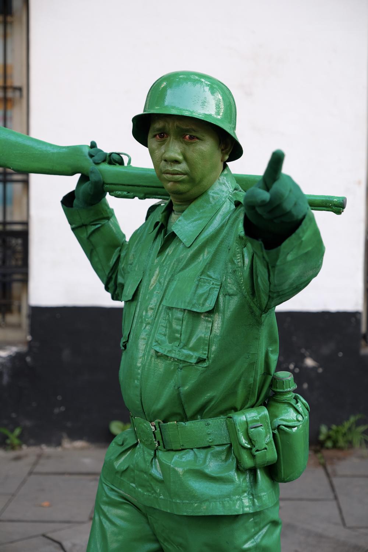 インドネシア コタ地区 緑一色 兵士 X-Pro2+XF16-55mmF2.8 R LM WR