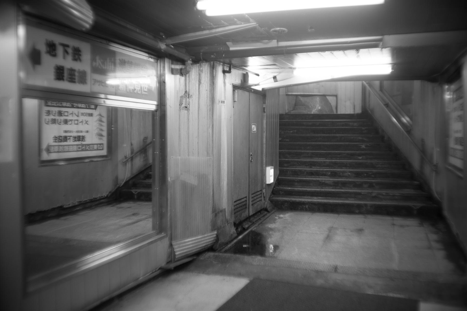 浅草 地下街 SONY α7, New Nikkor 35mm F2